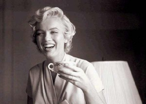 marilyn monroe drinking coffee